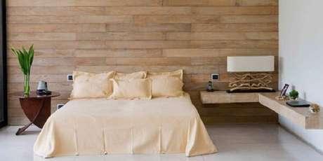 20. Cabeceira da cama com cerâmica de madeira. Fonte: Pinterest
