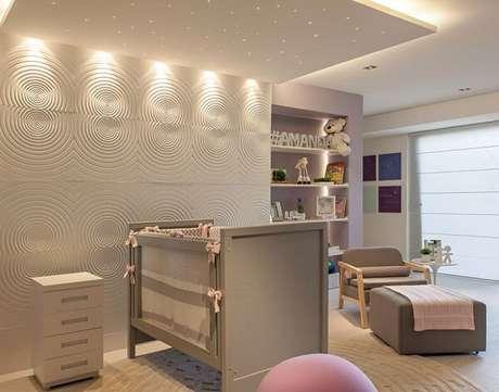 23. A cerâmica para quarto de bebê imprime um toque clássico no cômodo. Fonte: Pinterest