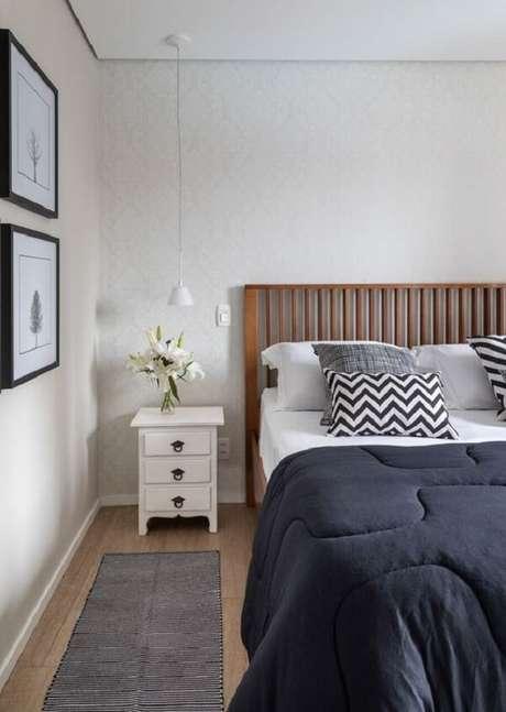 24. Cerâmica para quarto de casal que imita madeira. Fonte: Marina Carvalho Arquitetura