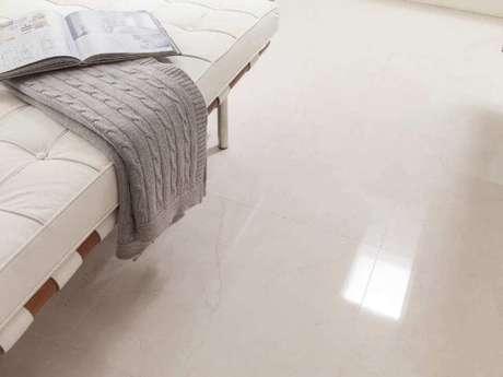 28. Cerâmica para sala e quarto em tom branco. Fonte: Porcelanosa