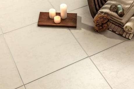 31. Cerâmica para sala e quarto em tom claro se adapta a diferentes estilos. Fonte: Cerbras