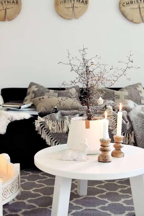 38. Velas são perfeitas para decorar e criar um ambiente bem aconchegante – Foto: Misstephy