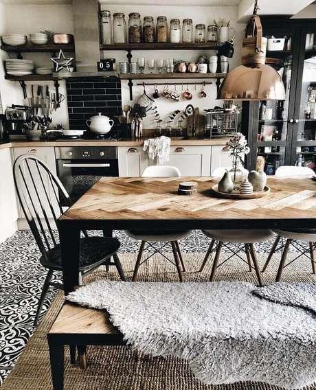 42. Mesa de madeira para cozinha com estilo hygge – Foto: Stapico