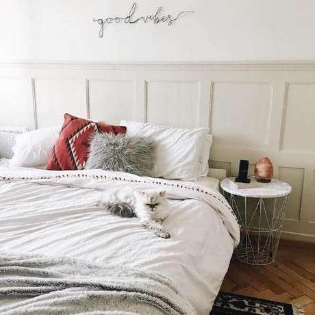 43. Decoração minimalista para quarto – Foto: Apê 41