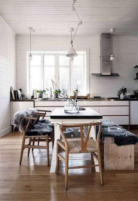 63. Invista em móveis de madeira para casa com estilo hygge decor – Foto: We Heart It