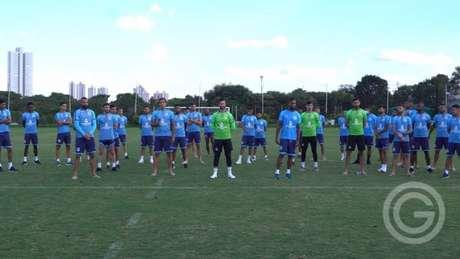 Goiás cruzou os braços nesta terça-feira e motivou suspensão do Goianão (Foto: Rosiron Rodrigues / Goiás)