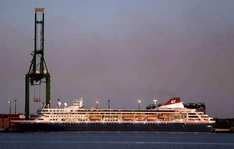 Navio de cruzeiro britânico atraca no Porto de Mariel, em Cuba