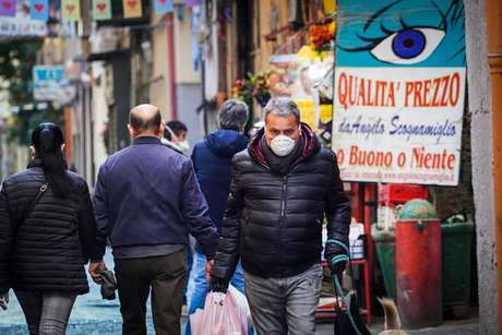 Movimentação em Nápoles, sul da Itália, em meio a epidemia