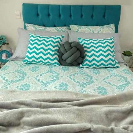 81. Invista em detalhes como roupa de cama e almofadas azul Tiffany para decorar o seu ambiente – Foto: Duplex 931