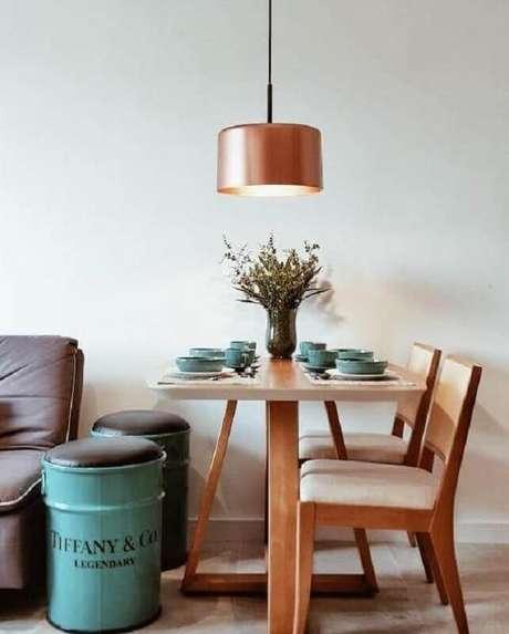 82. Decoração azul Tiffany para sala de jantar pequena – Foto: Sandra Riskalla