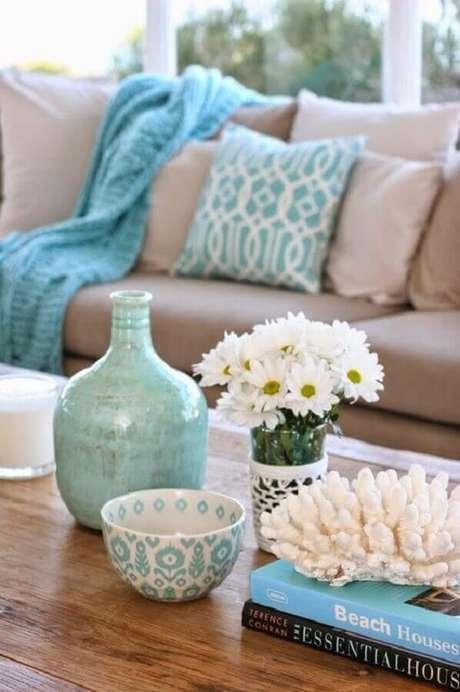 86. Os detalhes em azul Tiffany podem fazer toda a diferença no seu ambiente decorado – Foto: Blog Gosto Disto