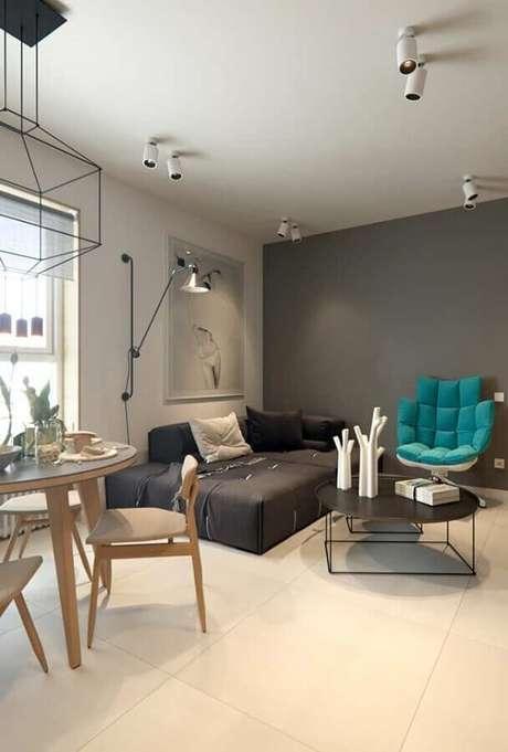 92. Poltrona azul Tiffany para decoração de sala moderna toda cinza – Foto: Home Fashion Trend