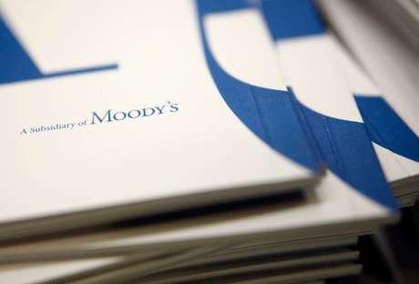 Apostilas de subusidiária da Moody's. 6/2/2017. REUTERS/Amir Cohen