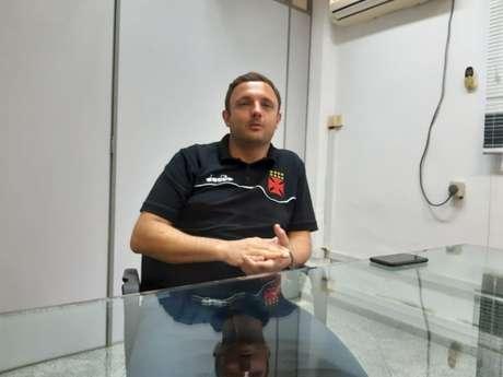 André Mazzuco está há nove meses como o executivo de futebol cruz-maltino (Foto: Felippe Rocha)