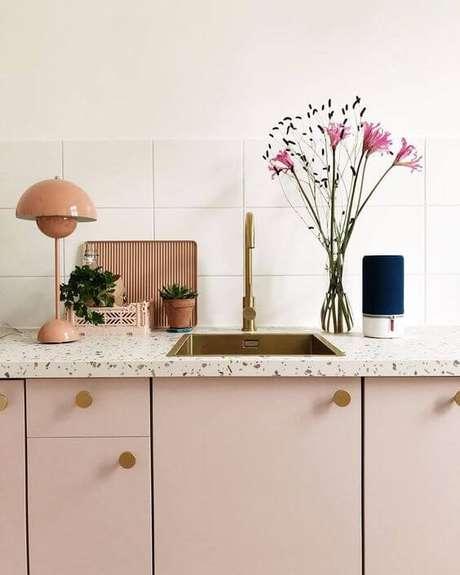 22. Bancada com cozinha granilite rosa – Via: Pinterest