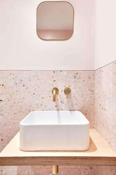 41. Banheiro cor de rosa com granilite rosa combinando – VIa: Pinterset