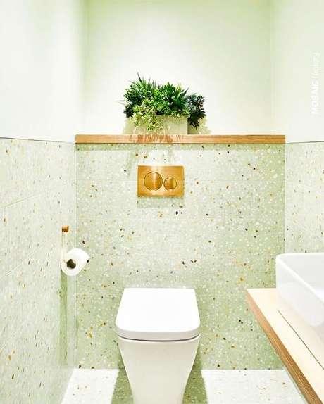 15. Revestimento granilite verde para banheiro moderno – Via: Pinterest