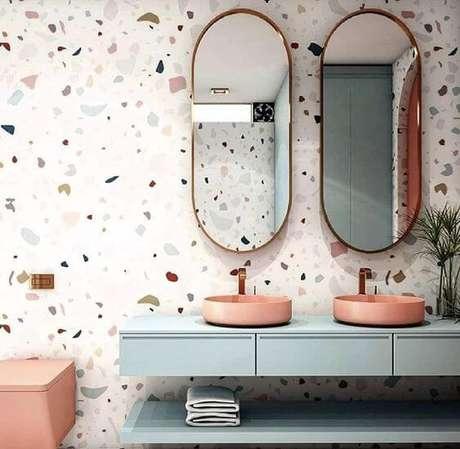 17. Seu banheiro pode ser muito mais moderno com o papel de parede granilite – Via: Projetos Criativos