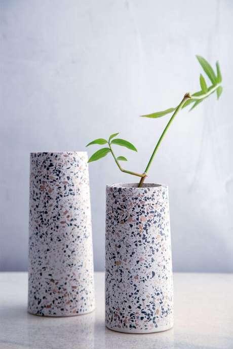 21. Vaso para decorar casa granilite – Via: Pinterest