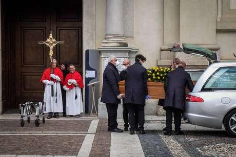 Funeral sem público de vítima do novo coronavírus em Bergamo, norte da Itália
