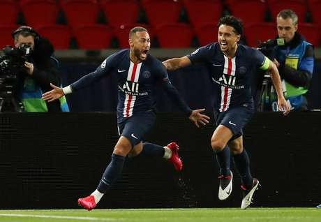 Neymar e Marquinhos comemoram a classificação do PSG