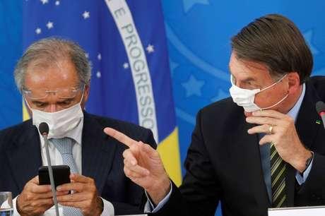 Presidente Jair Bolsonaro e ministro da Economia, Paulo Guedes, em Brasília 18/03/2020 REUTERS/Adriano Machado