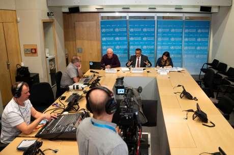Entrevista coletiva online da OMS em Genebra, Suíça; o diretor-geral da organização, Tedros Adhanom Ghebreyesus, aparece no centro da imagem  16/03/2020 Christopher Black/OMS/Divulgação via REUTERS