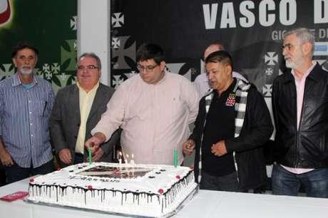 André Luiz Vieira, no centro da imagem, é o novo vice de patrimônio do Vasco (Foto: Paulo Fernandes/Vasco)