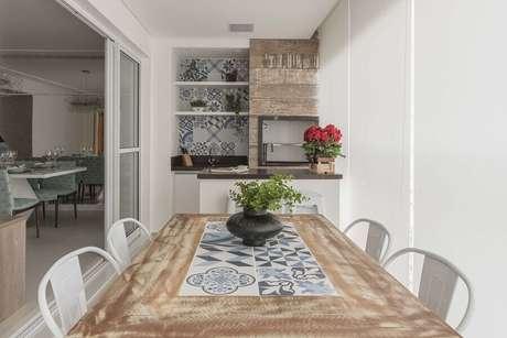 34. Decoração clean para apartamento com área gourmet com churrasqueira – Foto: Pinterest