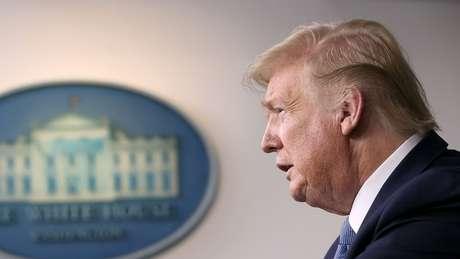 """Trump se referiu ao novo coronavírus como """"vírus chinês"""", pouco depois dos comentários de autoridades do país asiático"""