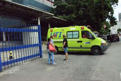 Pacientes idosos e menores de 12 anos internados não estão recebendo visitas em hospitais do Rio devido a casos de coronavírus