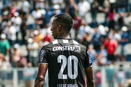 Lucas Braga é titular (10 jogos no ano) e um dos destaques da Inter de Limeira no Campeonato Paulista. Está emprestado até abril (Foto: Reprodução/Instagram)