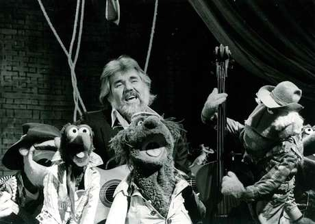 O astro da música country morreu em casa, aos 81 anos, de causas naturais