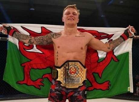 Galês Mason Jones é o novo campeão peso-leve da organização (Foto: Cage Warriors)