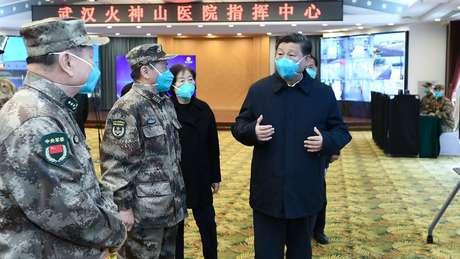 O governo do presidente Xi Jinping afirma que o país vai superar as consequências da pandemia de coronavírus; economia chinesa recuou mais do que se esperava