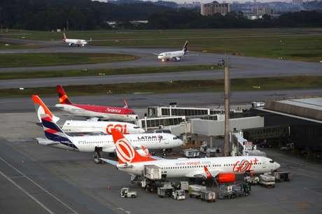 Aviões no aeroporto internacional de Guarulhos, próximo à São Paulo 16/04/2019 REUTERS/Amanda Perobelli