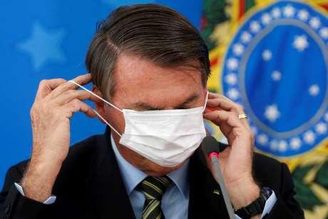 """Presidente Jair Bolsonaro voltou a chamar a Covid-19 de """"gripezinha"""" em discurso 18/03/2020 REUTERS/Adriano Machado"""