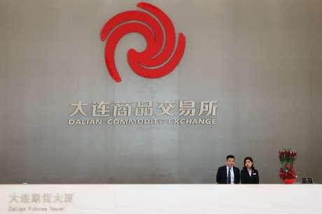 Fachada da bolsa de commodities da Dalian, na China, onde são negociados contratos futuros do minério de ferro  04/05/2018 REUTERS/Muyu Xu