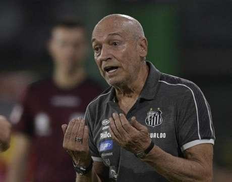 Jesualdo Ferreira completa dois meses de Santos nesta segunda-feira (JUAN MABROMATA / AFP)