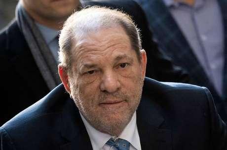 Weinstein testou positivo para o novo coronavírus dentro de presídio e está em isolamento
