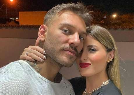 Lucas Lucco e a noiva Lorena Carvalho.