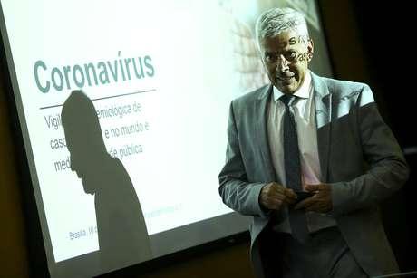 O secretário-executivo do Ministério da Saúde, João Gabbardo, durante entrevista coletiva sobre o novo coronavírus