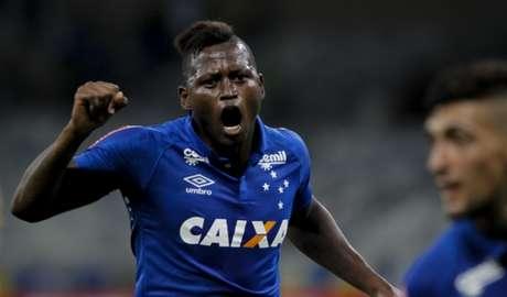 A passagem de Riascos pelo Cruzeiro não deixou saudades nas duas partes (Foto: Washington Alves / LightPress)