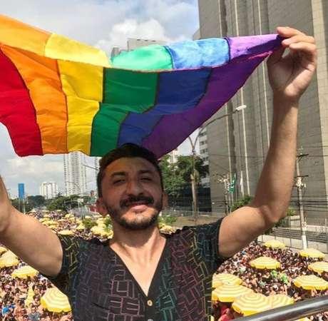 Ativista LGBTI+ Agripino Magalhães diz que o personagem Crô não contribui para o combate da homofobia e transfobia