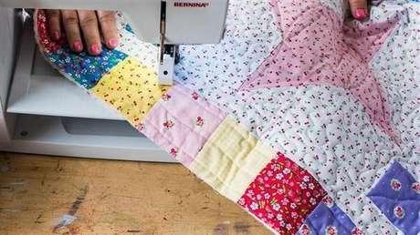 8. O acabamento em viés é uma ótima opção para uma colcha de retalhos – Foto: Via Pinterest