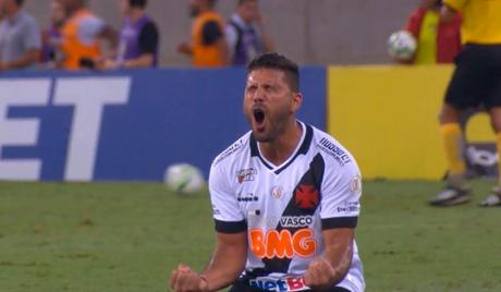 Zagueiro não renovou e deixou o Vasco neste ano (Foto: Divulgação/Osvaldo Henríquez)