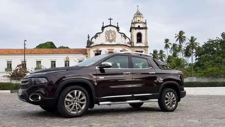 Fiat Toro em frente ao Mosteiro de São Bento, em Olinda: viagem interrompida.