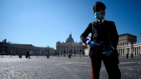 A Itália, que registra o maior número de vítimas fatais da covid-19, está em quarentena total desde o dia 9 de março