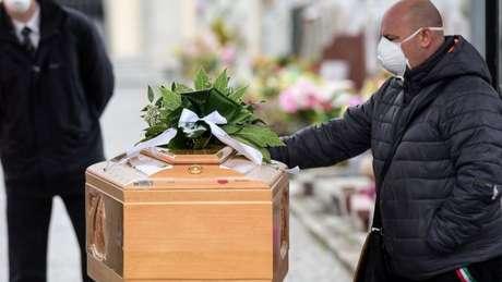 Mortes por coronavírus na Itália já superam as da China, o local de origem da pandemia