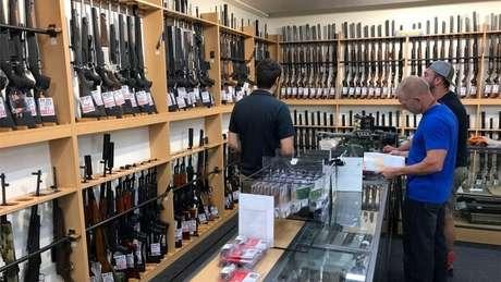 Com o avanço do vírus no país, a procura por armas e munição se espalhou por todos os Estados